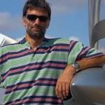 Matevž Lenarčič, biolog ki je obletel svet z ultralahkim letalom.